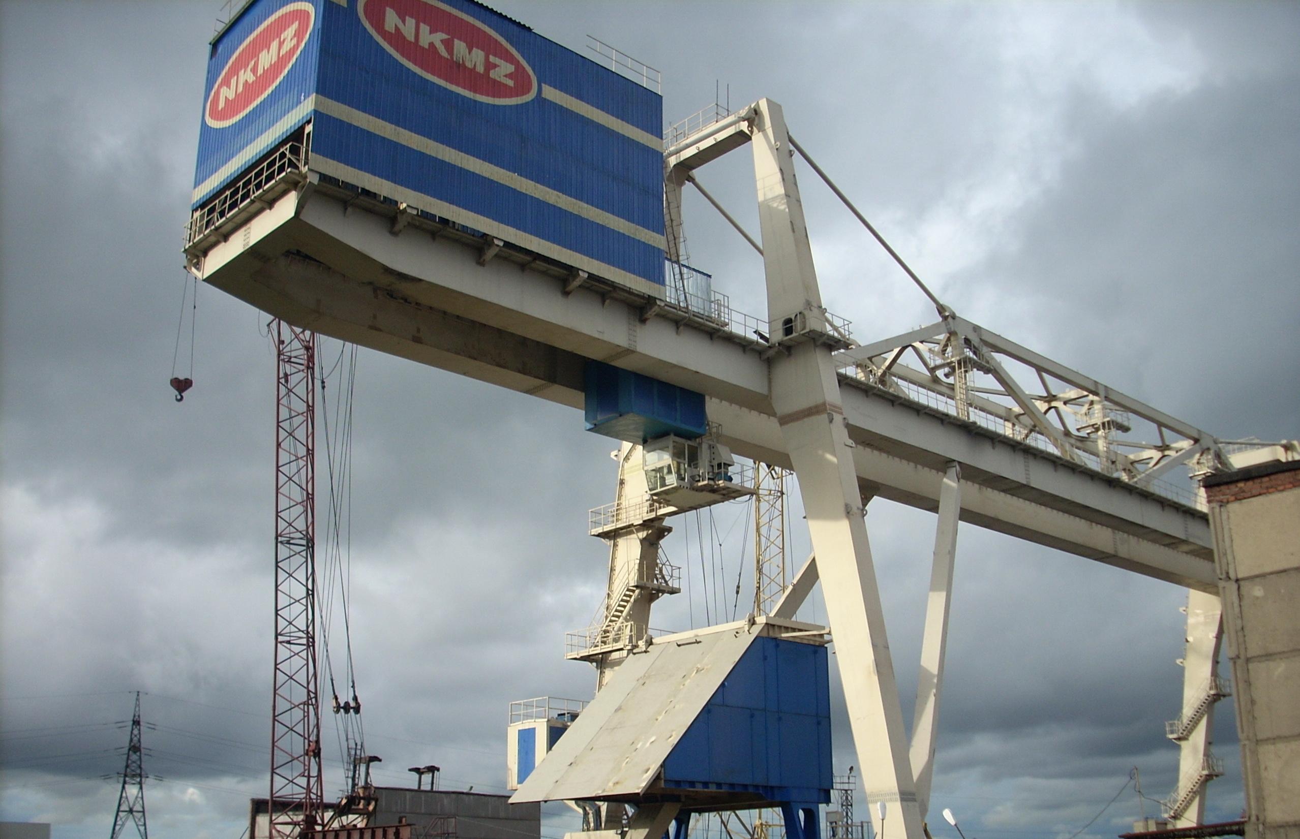 НКМЗ отгружает Запорожстали оригинальный мостовой перегружатель